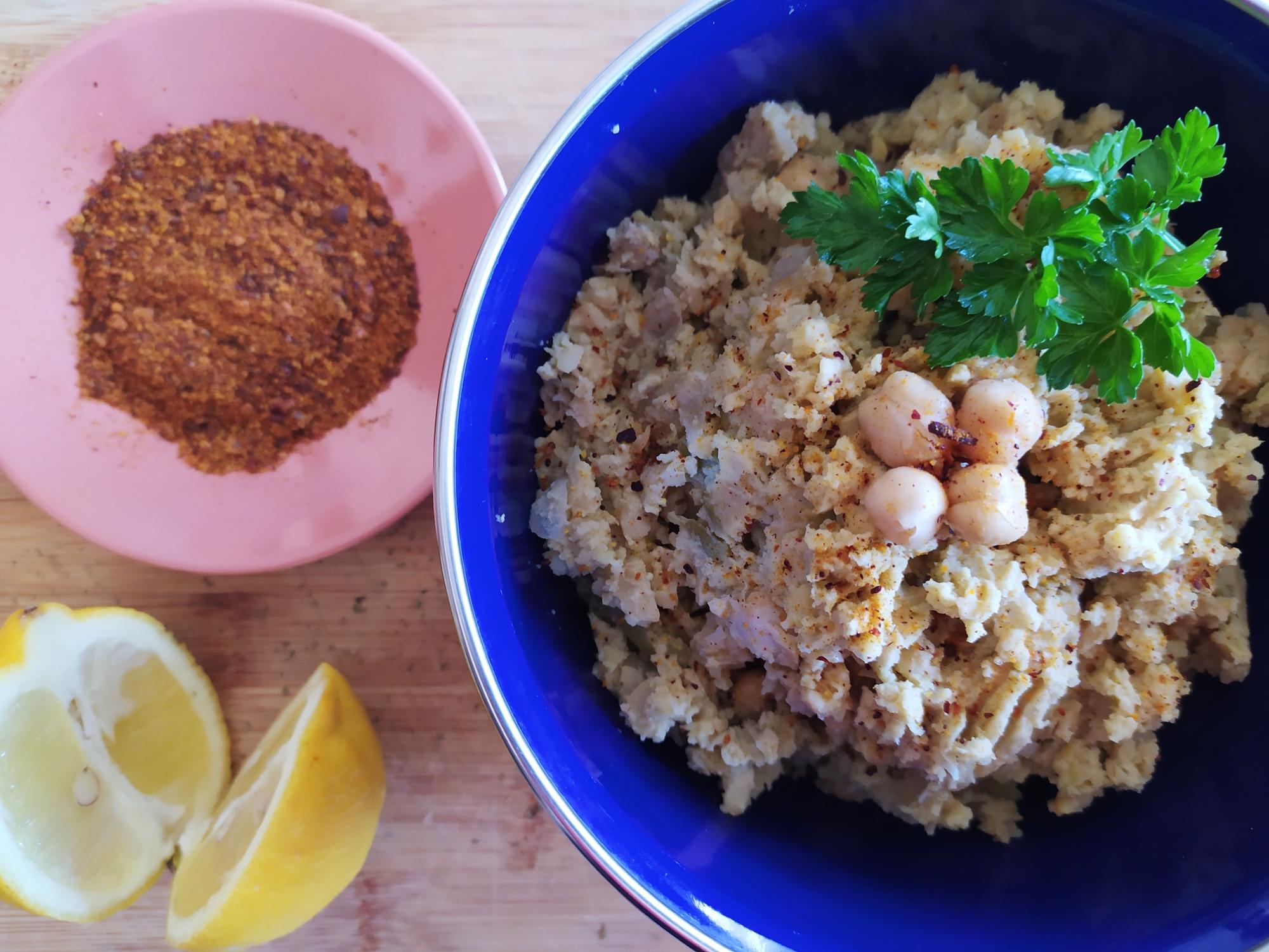 Domaći humus sa zelenim maslinama